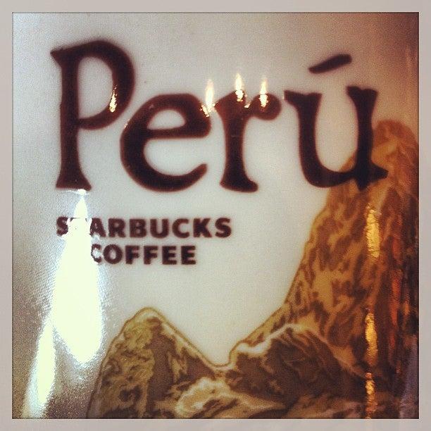@allantd Allan Tito just checked in @ Starbucks Coffee (Santiago de Surco, Peru)