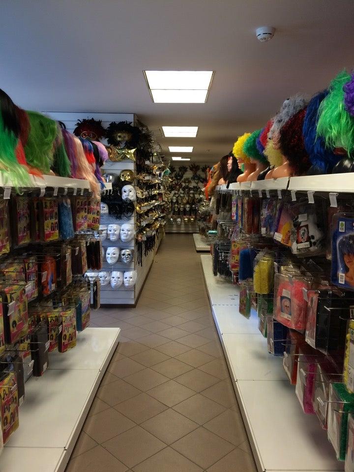 Магазин для Хэллоуина  костюмы маски грим декорации