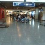 Gran parte del aeropuerto está en remodelacion. No hay suficientes asientos. Cada vez queda mas chico