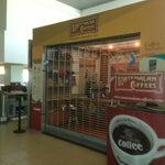 Аэропорт Гватемалы маленький, но в этом есть своя прелесть. Все компактно, никакой суеты и толкотни. Рекомендую купить в Duty Free пару бутылочек гватемальского рома Reserva Anejo. И, конечно, кофе!