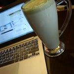 Photo taken at The Coffee Bean & Tea Leaf by Hadi Utomo W. on 6/16/2014