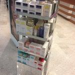Aiuto, non hanno sieri! Solo un po di Collistar e L'Oréal Revitalift. Bon. http://bit.ly/17ED78c