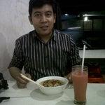Photo taken at Bakmie ayam Siantar Jaya by Nathalia I. on 2/8/2012