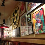 Photo taken at Red Robin Gourmet Burgers by Hanouf A. on 1/27/2013