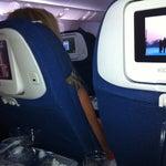 Боенг 767, на каждом сидении планшет с играми в том числе сетевыми между пассажирами. Кинофильмы и музыка - весьма скудный выбор... Еда отличная! Повезло с самолетом Бангкок-Ташкент