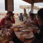 En Bajo de Guía, Sanlucar de Barrameda, Cádiz. Comiendo pescaito de la bahía.