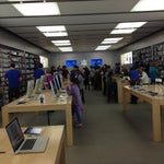 Photo taken at Apple Store, Los Gatos by Lee Allan S. on 4/7/2012