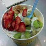 Photo taken at Moonberries Frozen Yogurt by Jared M. on 5/24/2012