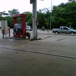 Photo taken at Posto Texaco by Eraldo Amway  on 11/28/2011