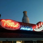 Photo taken at Voss's Bar-B-Q by *HJ* on 8/30/2011