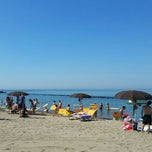Photo taken at 40 Gradi All'Ombra beach bar by Andrea C. on 6/29/2015