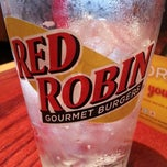 Photo taken at Red Robin Gourmet Burgers by Mark S. on 5/4/2013