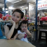 Photo taken at Meng Hian Oyster by Patrick C. on 8/14/2013