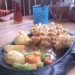 Photo taken at Kampoeng Steak by fransiska h. on 12/13/2013