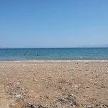 Photo taken at Παραλία Ραφήνας by Mhtsian M. on 8/28/2014