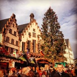 Photo taken at Weihnachtsmarkt Frankfurt by Jon B. on 12/15/2012