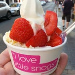 Photo taken at Snog Pure Frozen Yogurt by Dean D. on 6/30/2013