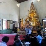 Photo taken at วัดนวลนรดิศ (Wat Nuannoradit) by Metha A. on 12/21/2013