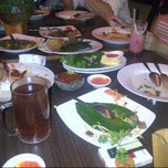Photo taken at Dapur Sunda by Maz Edhoy on 10/29/2012
