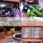 Photo taken at Ayam Goreng Nikmat (Panaitan) by Armein H. on 1/4/2015