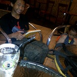 Photo taken at Coffee Toffee: Indonesian coffee with passion by mirna i. on 11/30/2013