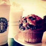 Photo taken at Starbucks by Priscila G. on 11/9/2012