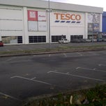 Photo taken at Tesco by Muhamad N. on 9/21/2012