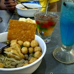 Photo taken at Bakso Malang Karapitan by tony Franky b. on 8/11/2013
