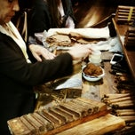 Photo taken at La Casa del Habano by Paulo M. on 11/28/2014