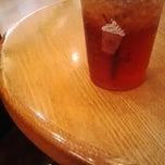 Photo taken at The Coffee Bean & Tea Leaf by feri .. on 4/27/2015