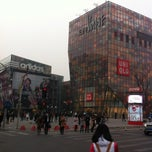 Photo taken at 三里屯太古里 Taikoo Li Sanlitun by Steve on 3/16/2013