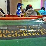 Photo taken at Poltekkes Kemenkes Jakarta 2, Farmasi. by raden a. on 4/1/2014