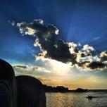 Das Foto wurde bei Tanjung Tinggi Beach von dhanang widiyanto am 9/11/2013 aufgenommen