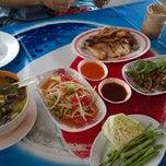 Photo taken at ไก่ย่างเขาสวนกวาง by Wanny J. on 8/5/2014