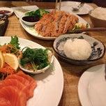 Photo taken at Banzai Sushi & Thai by Jitra on 12/25/2014