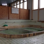 Photo taken at 松原温泉 / 松原一区公民館 (Matsubara Onsen) by Ryo Y. on 4/30/2013