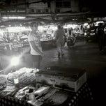 Photo taken at ตลาดโชคชัย 4 (Chok Chai 4 Market) by TEe!  M. on 5/17/2013