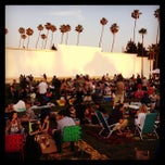 Photo taken at Cinespia @ Hollywood Forever Cemetery by Joe O. on 7/4/2013