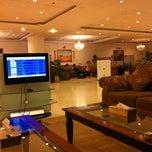 Photo taken at GVIP Lounge | الصالة التنفيذية by Khaled Z. on 11/16/2012
