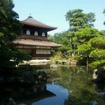 Photo taken at 東山 慈照寺 (銀閣寺) (Ginkaku-ji Temple) by Kimiko I. on 10/9/2011