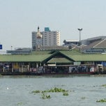 Photo taken at ท่าเรือนนทบุรี (พิบูลย์ 3) Nonthaburi (Pibul 3) N30 by Supasit P. on 12/29/2012