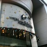 Photo taken at The Platinum Fashion Mall (เดอะแพลทินัม แฟชั่นมอลล์) by Joanna M. on 12/22/2012