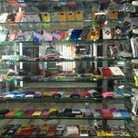 Photo taken at Heera Panna Shop No. 88 by Jayesh G. on 12/17/2012