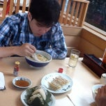 Photo taken at Yamagoya Ramen (ยามาโกย่า ราเมน) 山小屋 ラーメン by Kriangkrai S. on 10/26/2012