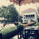 Photo taken at อยู่เย็น (You Yen Hua Hin Balcony) by Eddy W. on 10/6/2012