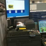 Photo taken at Best Buy by Rod L. on 12/22/2012