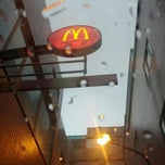 Photo taken at 麥當勞 McDonald's by Zoie C. on 6/15/2012