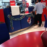 Photo taken at Domino's Pizza by Yanabela E. on 12/31/2014