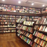 Photo taken at Livraria Argumento by Franklin A. on 9/15/2013