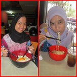 Photo taken at Mie Reman by Rizki W. on 3/7/2014